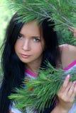Verticale de fille de brunette Photo libre de droits
