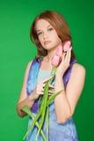 Verticale de fille de source avec des tulipes Photos libres de droits