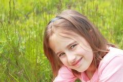 Verticale de fille de sourire Photographie stock libre de droits