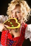Verticale de fille drôle dans la robe oktoberfest Photos libres de droits