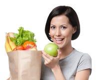 Verticale de fille mangeant une pomme Photographie stock libre de droits