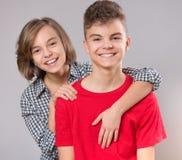 Verticale de frère et de soeur Photo stock