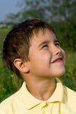 Verticale de garçon de sourire Photographie stock libre de droits