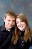 Verticale de garçon et de fille de l'adolescence d'âge Photos libres de droits
