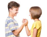 Verticale de garçon et de fille de l'adolescence photos stock