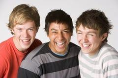 verticale de garçons d'adolescent photographie stock libre de droits