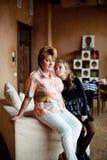 Verticale de grand-mère avec la petite-fille Photo libre de droits