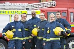 verticale de groupe de sapeurs-pompiers photo libre de droits