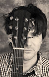 Verticale de guitariste noire et blanche photo libre de droits