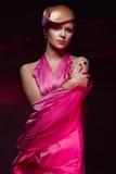 Verticale de jeune belle femme photo libre de droits