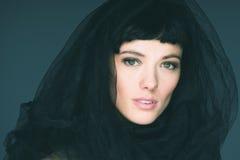 Verticale de jeune belle femme de brunette Photos libres de droits