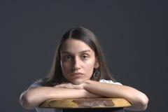 Verticale de jeune femme Image stock