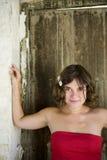 Verticale de jeune femme photographie stock libre de droits