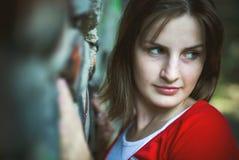 Verticale de jeune femme Image libre de droits
