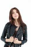 Verticale de jeune femme dans la jupe en cuir Images stock