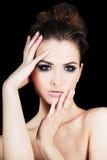 Verticale de jeune femme de cheveu foncé, projectile de studio Photographie stock