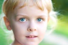 Verticale de jeune fille Image stock
