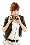 Verticale de jeune fille avec des écouteurs Images libres de droits