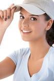 Verticale de jeune fille dans le sourire de casquette de baseball Photo libre de droits