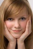 Verticale de jeune fille de beauté Photographie stock libre de droits