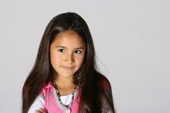 Verticale de jeune fille mignonne Photo libre de droits