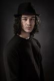 Verticale de jeune homme Photographie stock libre de droits