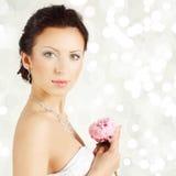 Verticale de jeune jolie femme Photo stock