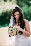 Verticale de jeune mariée Photographie stock libre de droits