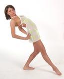 Verticale de jeune modèle dans la robe tranparent blanche courte Photographie stock