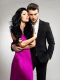 Verticale de jeunes beaux couples dans l'amour Photos stock