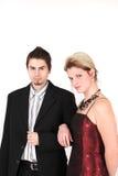 Verticale de jeunes couples élégants images stock