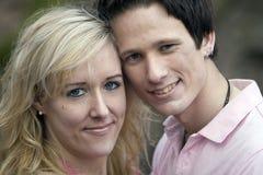 Verticale de jeunes couples Photographie stock libre de droits