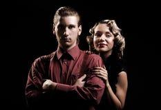 Verticale de jeunes couples dans le rétro type Images libres de droits