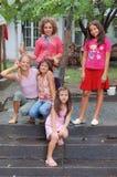 Verticale de jeunes filles Images libres de droits