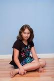 Verticale de jolie fille de 10 ans Photographie stock libre de droits