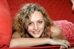 Verticale de l'adolescence de sourire Photos libres de droits