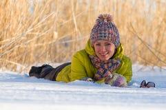 Verticale de l'hiver de la fille Images libres de droits