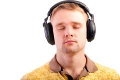 Verticale de l'homme avec des écouteurs photographie stock