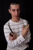 Verticale de l'homme avec la pipe et le whiskey Photographie stock libre de droits
