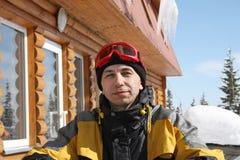 Verticale de l'homme du skieur Images libres de droits