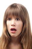 Verticale de la belle adolescente étonnée Image libre de droits