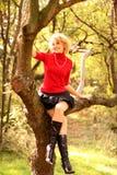 Verticale de la belle et heureuse blonde Photos stock