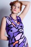 Verticale de la belle femme dans une robe Photos libres de droits