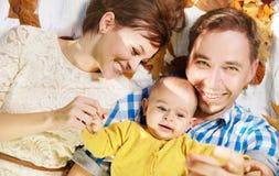 Verticale de la famille heureuse Photographie stock libre de droits