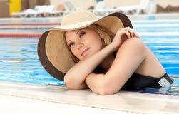 Verticale de la fille dans un chapeau Photographie stock libre de droits