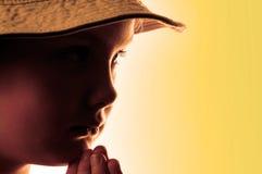 Verticale de la fille dans un chapeau Image libre de droits