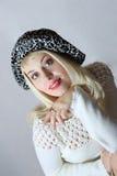 Verticale de la gentille fille dans le chapeau Images libres de droits