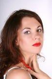 Verticale de la jeune belle fille avec les languettes rouges Photos stock
