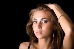 Verticale de la jeune femme de beauté Image libre de droits