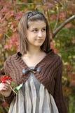Verticale de la jeune fille photos libres de droits